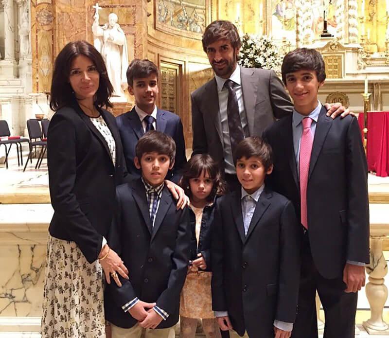 Рауль с семьей.